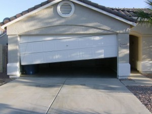 Riverside-garage-door-fallen-off-tracks